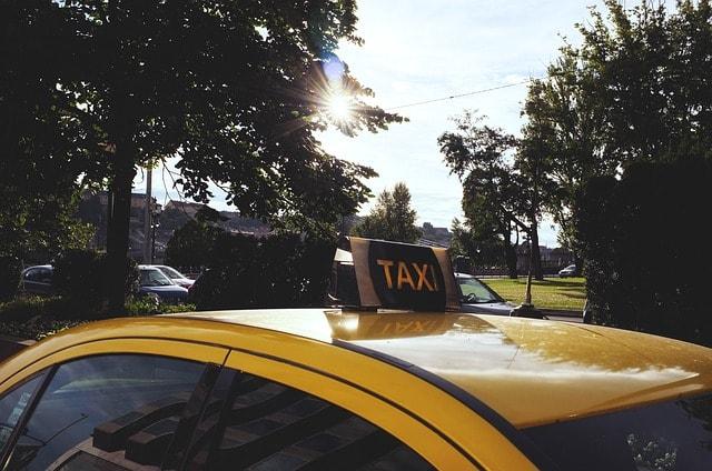 taxi-705822_640