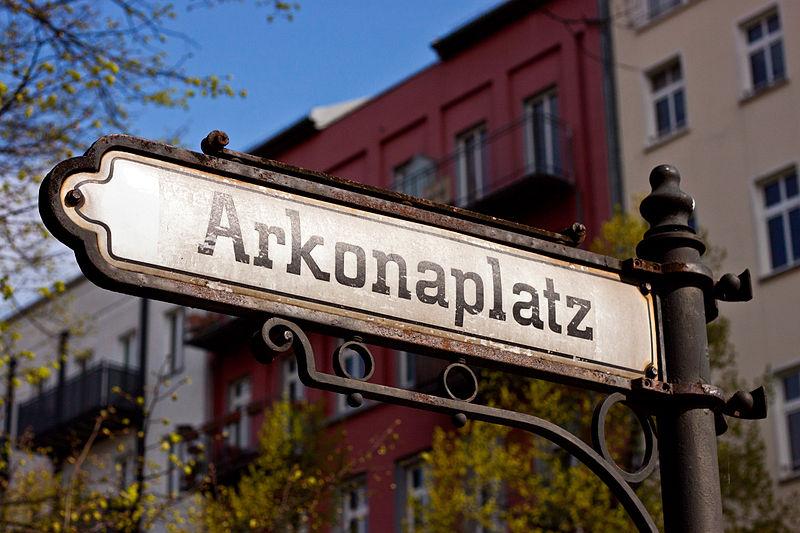 Arkonaplatz-Straßenschild-min-min