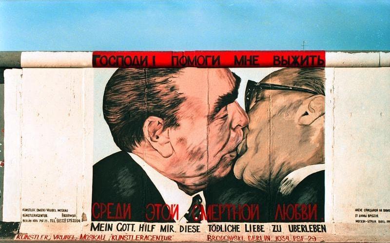 East Side Gallery Honecker Brezhnev