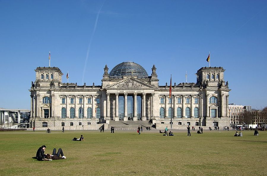 Reichstag_commons-wikimedia-org-min9-min