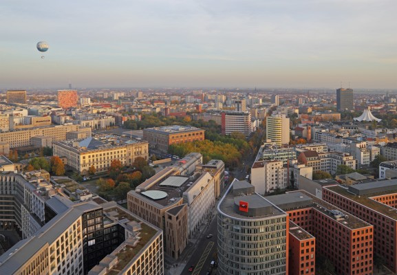 Berlin-Mitte_10-2012_View_from_Panorama_Point_img03-min-577x400
