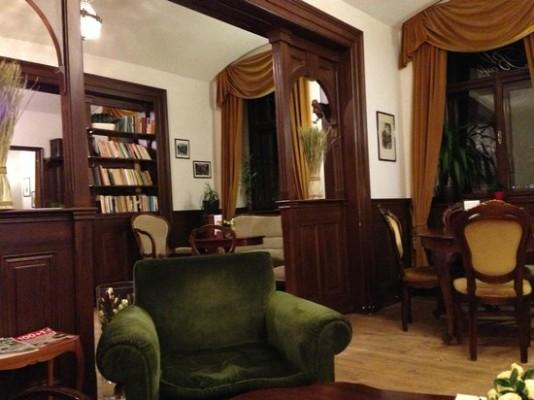http://media-cdn.tripadvisor.com/media/photo-s/03/75/e6/2d/bella-vida-cafe.jpg