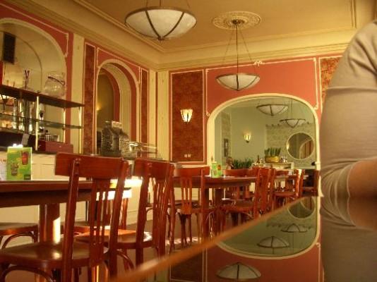 http://media-cdn.tripadvisor.com/media/photo-s/01/fc/27/2d/cafe-louvre-s-elegant.jpg