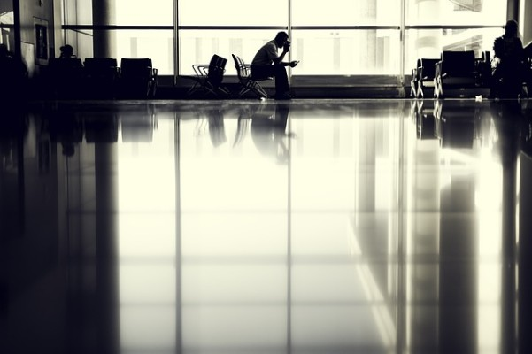 https://pixabay.com/en/airport-person-silhouette-sitting-802008/