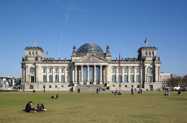 800px-Berlin_Reichstag_BW_2