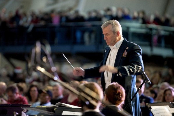 https://pixabay.com/en/concert-band-orchestra-conductor-662851/