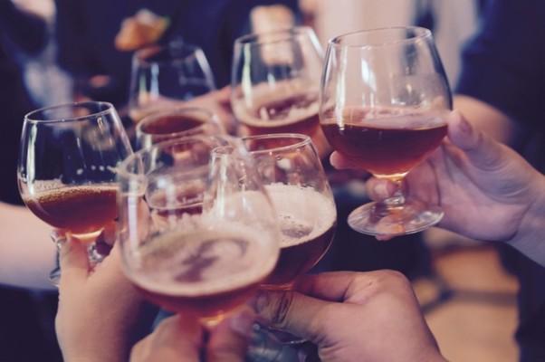 https://www.pexels.com/photo/cheers-beer-bar-alcohol-27431/