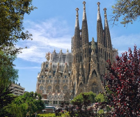 https://pixabay.com/en/sagrada-familia-cathedral-552084/