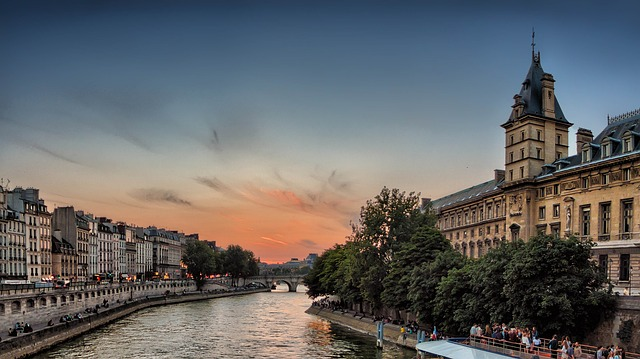 https://pixabay.com/en/seine-river-sunset-paris-dusk-985605/