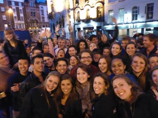 group of pub crawlers on backpacker pub crawl in Dublin