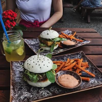Berlin street food in Mauerpark