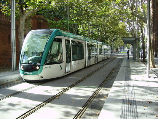 the green and white coloured tram of Barcelona in service