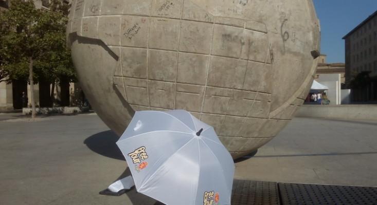 The umbrella at the meeting point of Zaragoza free walking tour in Zaragoza, Spain