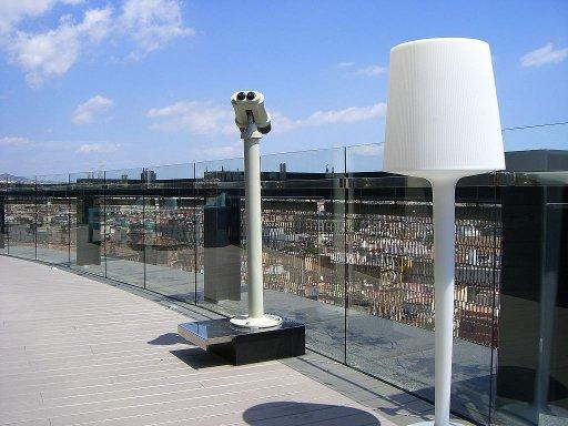 Terraza con vistas panorámicas en la última planta del Hotel Barceló Raval