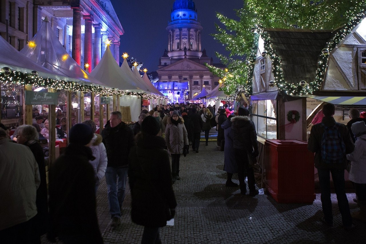 People shopping at a Christmas market in Berlin