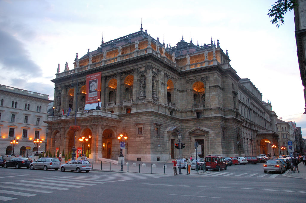 the exterior of the Budapest Opera House